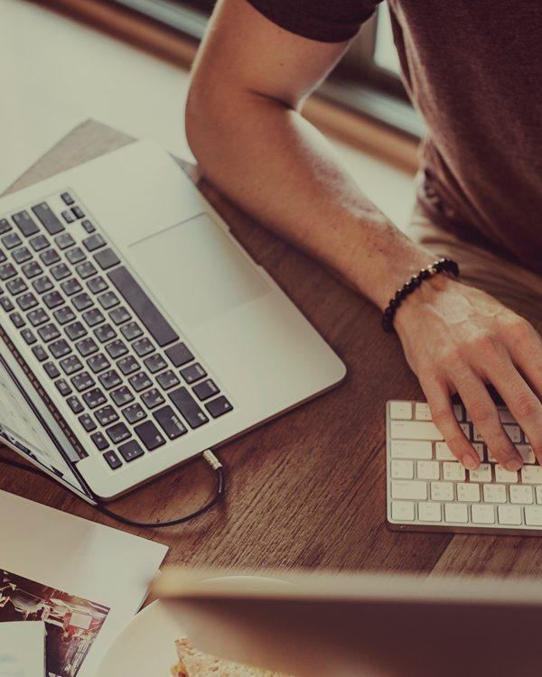 diferenca-entre-webdesigners-e-programadores webdesigner Qual a diferença entre web designers e programadores? diferen  a entre webdesigners e programadores 600x750