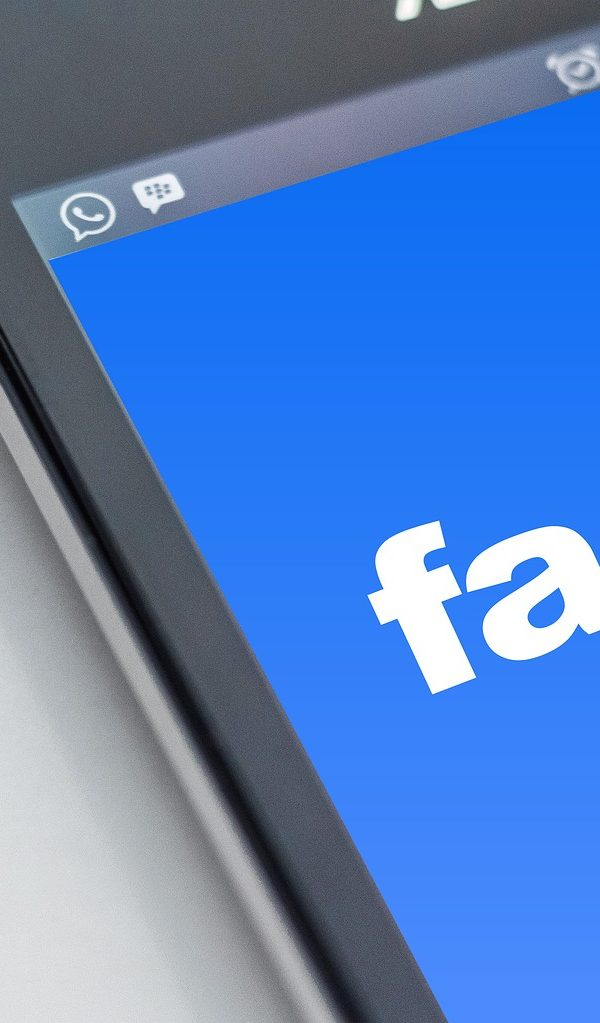 facebook-1903445_1920 facebook Facebook, Instagram e WhatsApp em baixo facebook 1903445 1920 600x1023