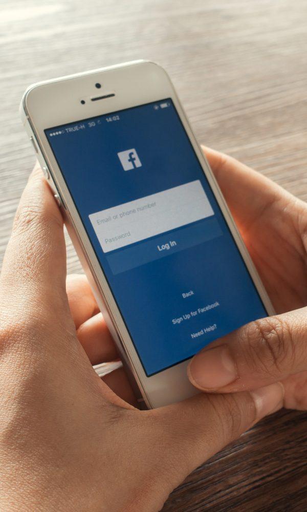 """facebook facebook O Facebook abandonou o slogan """"É grátis e sempre será"""". Será que vai ser pago? facebook 600x1000"""