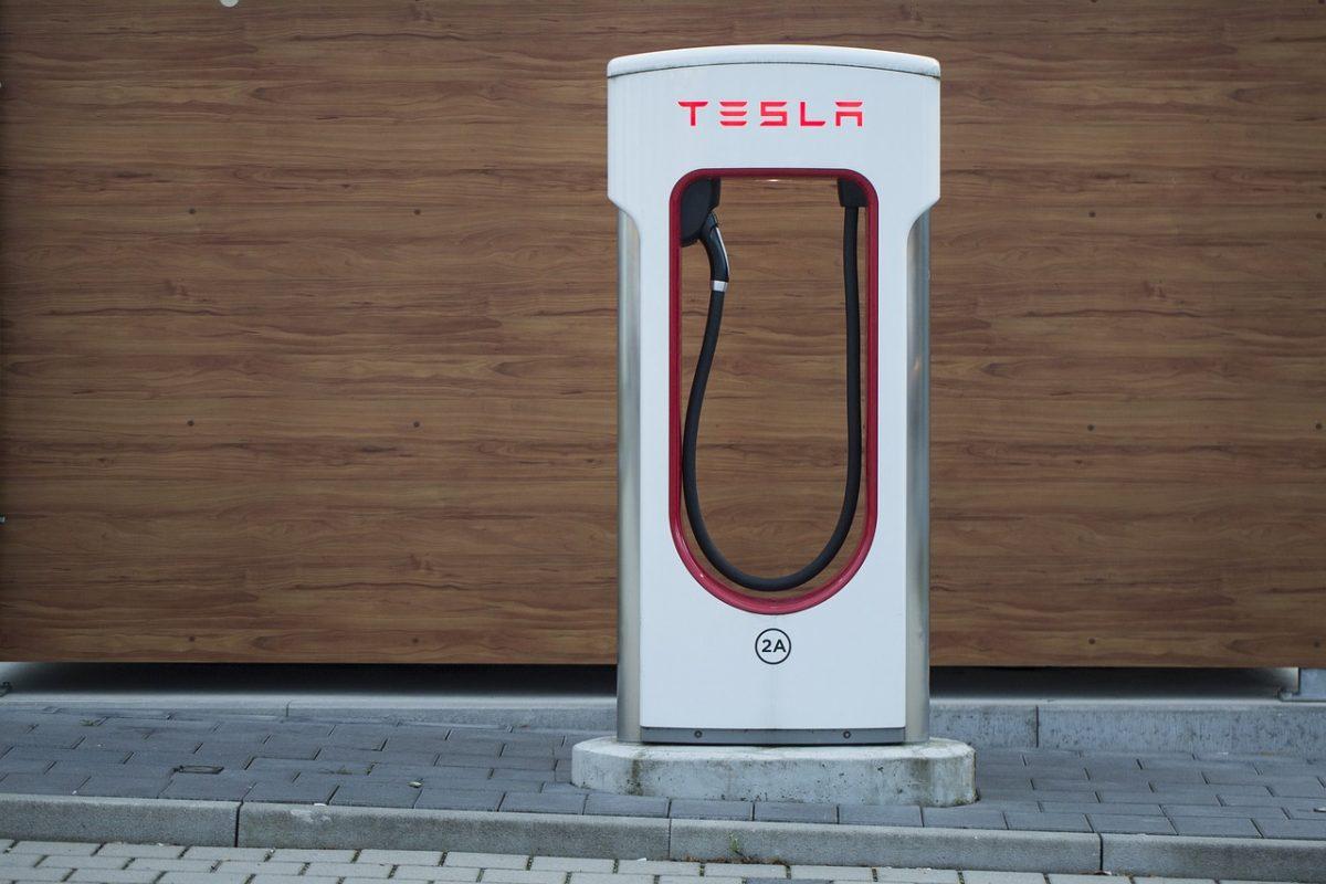 tesla-2875852_1280 tesla Tesla volta a lançar a polémica com nova funcionalidade! tesla 2875852 1280 1 1200x800