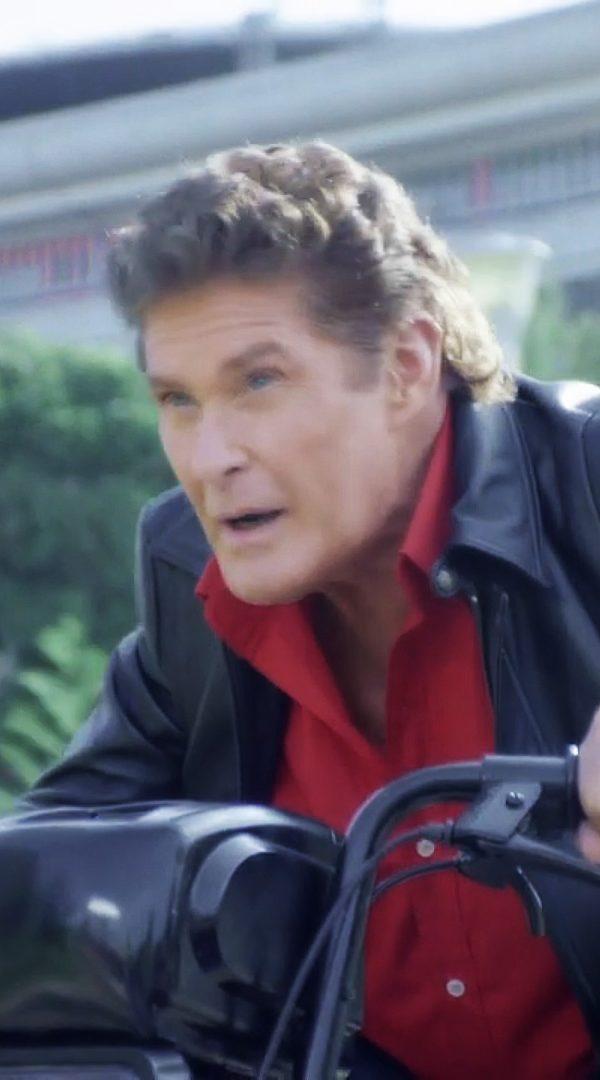 david-hasselhoff david hasselhoff David Hasselhoff combate o crime num ciclomotor em anúncio alegremente ridículo david hasselhoff 600x1080